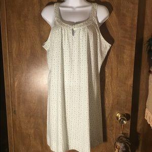 NWT Beautiful Nightgown
